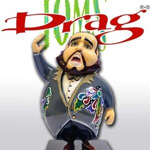 Toms Drag. Coś innego, coś nowego, coś na czasie 🤩 Figurka Luciano ❤️ https://porcelanaonline.pl/30-toms-drag #tomsdrag✨ #figury #meble #komody #salon ##przedpokòj