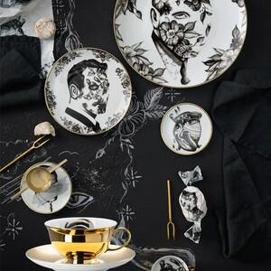 Cóż może wyjść ze współpracy genialnego tatuażysty i fabryki porcelany? No.. genialne dzieło 😉 #porcelana #filiżanki #tatooartist #pietrosedda #Rosenthal #newstyle #tatoo