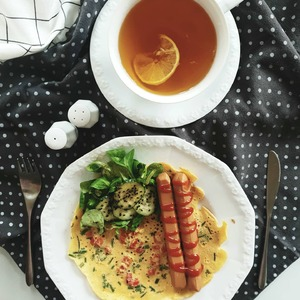 Dzień dobry w sobotę 🖤 Czy celebrujecie śniadania w weekend?  #sniadaniewweekend #weekend #porcelana #breakfast #zdroweśniadanie #nakryciestołu #porcelananastole #białamaria #rosenthalmaria